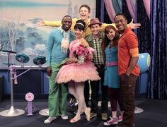 """Funny man Wayne Brady guest stars in the Fresh Beat Band episode """"Pink Swan""""!"""