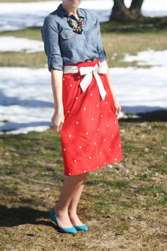 Chambray + Red Skirt | Outfit | http://prettylifeanonymous.blogspot.com | #Chambray #Outfit #Skirt