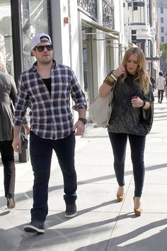 Pregnant Hilary Duff shops until she drops!