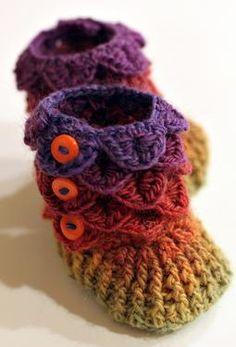 Crocodile Stitch Crochet Baby Booties  by Lianka Azulay