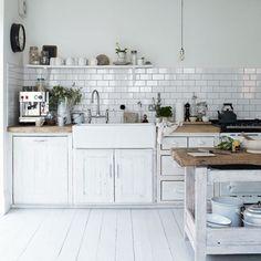 White kitchen; scandinavian style