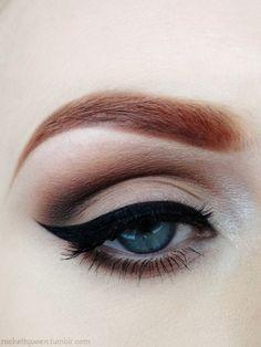 Gorgeus winged eyeliner and purple plum eyeshadow - makeup for blue eyes