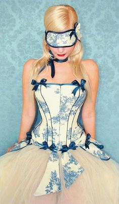 Toile: Oh my I want this corset.