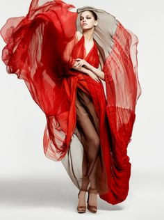 Voile de rouge sang ... red fashion, fashion dresses, dreams, samantha gradovill, flowing dresses, lexpress style, gown, dressing up, jeanfrancoi campo