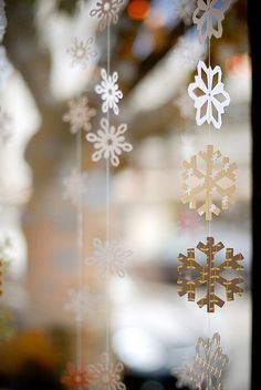 Too early to think about Christmas, but pinning early reduce stress during holiday season. So, here is example of diy snow flakes. Hang in front of windows.