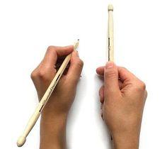 Mitad lápiz mitad drumstick, con mina HB y 23,5 cm de largo, en blister de 2 unidades. $37 (pesos argentinos)