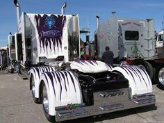 Holy Mackeral..... wow! Extreme Peterbilt paint job!