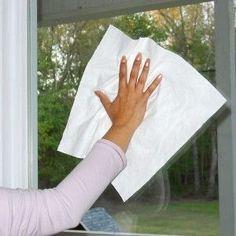 come pulire vetri e specchi di casa