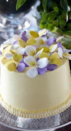 mini pansy cake....