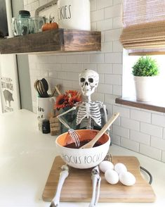 Kitchen helper for halloween | Ideas to Give a Spooky Touch to Your House on Halloween Without Spending a Lot of Money