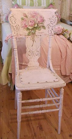 wooden chairs, vintage chairs, pink roses, interior design kitchen, shabbi chic, antique chairs, shabby chic, painted chairs, old chairs