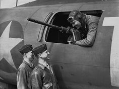 American film star Clark Gable at the waist gun position of his Flying Fortress, on an airfield somewhere in England on June 5, 1943, talking to Sergeant Gunner Kenneth Hulse, left, and Sergeant Gunner Philip Hulse. ( AP photo )