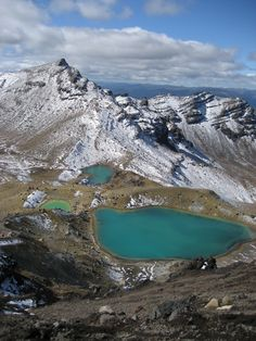 An amazingly clear day at the Emerald Lakes in Tongariro National Park, North Island, New Zealand.