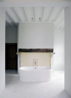 Walda Pairon's Minimalist Bath