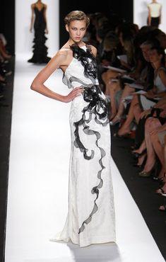 carolina herrera fashion, karli kloss, karlie kloss, dress, runway, carolina herrera, model supermodel, black white, white gowns