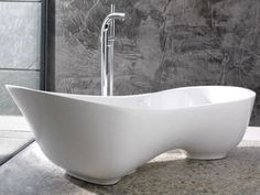 love the shape of this asymetric-bathtub