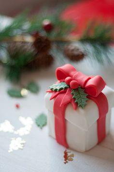 Mini Gift Box Cake | Christmas Desserts