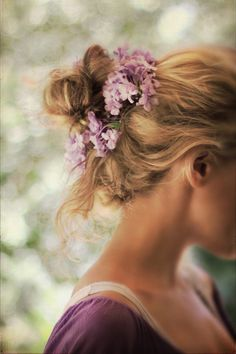 lilacs in her hair girl hairstyl, lilac, makeup, flower bun, beauti, hair style, messi bun, pretti, flowers