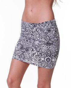 GOLDEN COAST SKIRT: All-over print fitted skirt with elastic waistband.