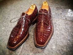 cc-coccinella:    Spigola Bespoke Brown Crocodile Norvegese welt Plain Toe Derby  Made by Koji Suzuki  Visit Our Website:  Coccinella / BOTTEGA del SARTO
