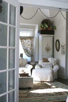 Cottage decor: Living room   via Danielle Muller