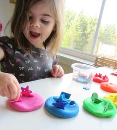 rainbow playdough teaching colors by matching and sticking objects Repinned by Apraxia Kids Learning. Come join us on Facebook at Apraxia Kids Learning Activities and Support- Parent Led Group.