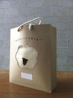 Shopping bag pour une marque de laine by Sarah Fløe Stenberg Rodet, via Behance PD