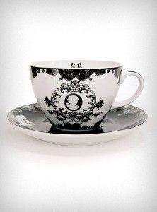 Victorian Cameo Tea Cups & Saucers Set
