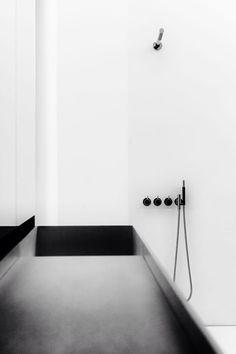 Minimal bathroom. Black & white.