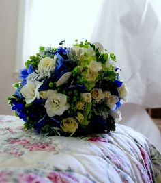 Beautiful bouquet: lime, navy, and white  - touch of nautical too    #bouquet, #nautical