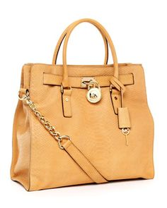 This bag keeps popping up around me. I see it everywhere. I think I must, must, must have it!