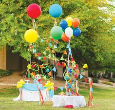 balloon-themed-party-decorations  {frog prince paperie & tikkido via HWTM}