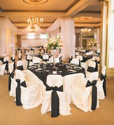 Go classic for your black tie wedding with this classic decor idea #blacktiewedding #blackandwhite