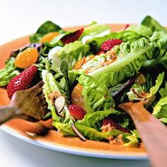 Mandarin-Berry Salad http://www.recipe.com/mandarin-berry-salad/?socsrc=recpin040412mandarinsalad
