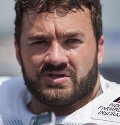 """Jeff Saturday is retiring after 14 years. (Robert Scheer/ The Star) - """"Saturday retires as one of the most respected and decorated players in the league."""""""