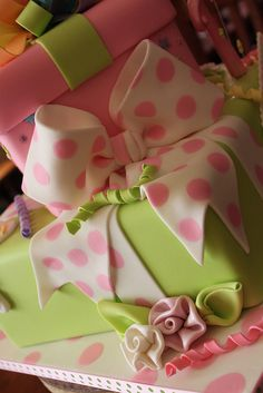 love present cakes!