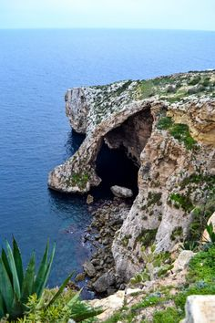 The Blue Grotto, Mal