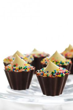 Booze Bites: Cupcake Pudding Shooters (Instant Vanilla Pudding, milk, Pinnacle Cake Vodka, Godiva White Chocolate Liqueur, Cool Whip, sprinkles)  @Alaina Marie Marie Marie Marie Marie Marie Alter - we need to make these for a girls night in ;)  Omg....