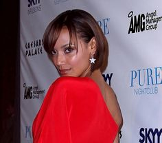 Selita Ebanks cropped bob hairstyle
