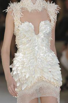 alexander mcqueen, coutur, mcqueen spring, style, alexandermcqueen, dress, runway, fashion detail, alexand mcqueen