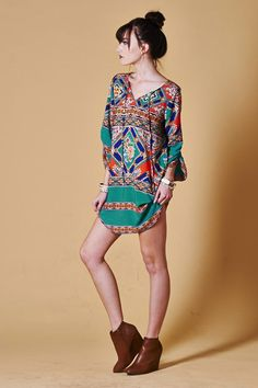 Tunic- I would so wear with some blue jean leggings.