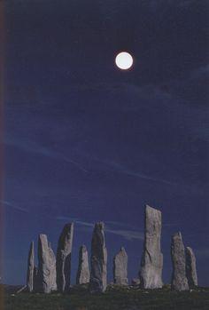 moonlight magic, dream places, stand stone, callanish stand, beauti, blue moon, stones