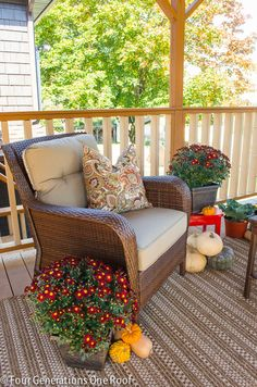 How to decorate your porch or patio for fall