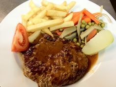 Bife do lombo com batata / Steak with chips and vegetables