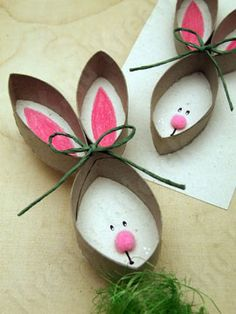 Avec des rouleaux de PQ... Tête de lapin pour Pâques.