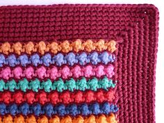 Staggered knot stitch: free pillow pattern