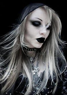 goth girls, goth style, gothic beauty, goth glam, vampir, dark beauty, makeup lips, blond, gothic fashion
