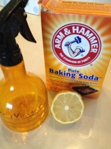 Bathroom cleaning with vinegar, baking soda and a lemon!