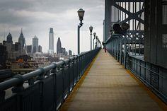 philadelphia skyline, ben franklin bridge.