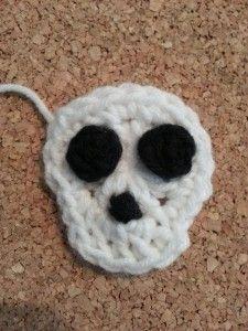 Easy Unisex Skull Applique Crochet Pattern free skull applique crochet pattern from cRAfterChick.com